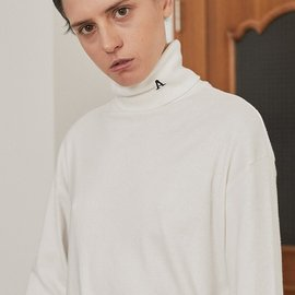 "[아티팩츠]ARTIFACTS_Artifats ""A"" 터틀넥 화이트  Artifats ""A"" Turtleneck_White"